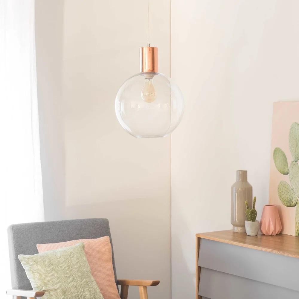 Lámpara de techo de metal cobrizo y cristal.