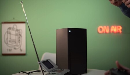 Un youtuber logró jugar con su Xbox Series X a través de un Nintendo DS: una antena, cables y un convertidor fueron necesarios