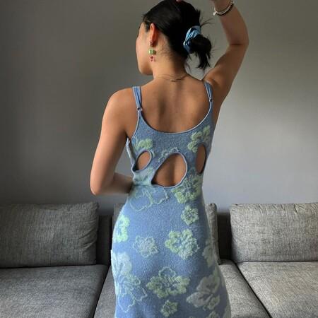 El vestido de punto con estampado de olas