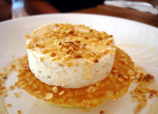 Un postre es más dulce si te lo sirven en un plato blanco