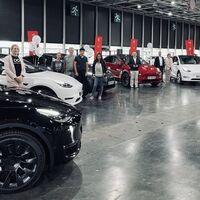Tesla despierta el miedo en Volkswagen: no sólo esquiva la crisis logística, también se anota récords de producción y entregas