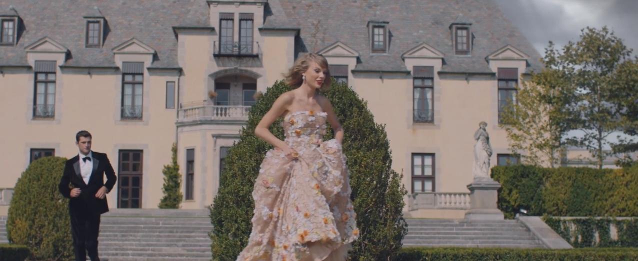 Foto de Los looks de Taylor Swift en Blank Space (12/18)