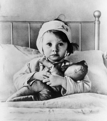 Cecil Beaton Eileen Dunne Aged Three Sits In