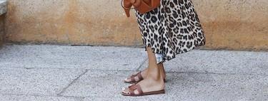 Las sandalias planas son muy versátiles y estas cinco maneras de combinarlas nos lo demuestran