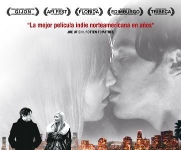 'Buscando un beso a medianoche', póster y tráiler