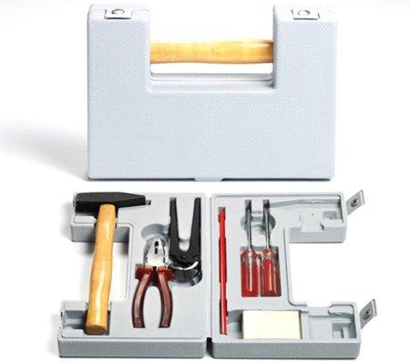 Caja de herramientas en la que el asa es el martillo