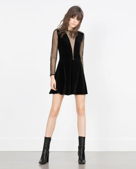 Vestido negro corto manga corta zara