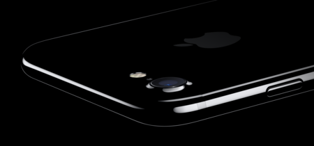 El iPhone 7 Jet Black tiene un nuevo problema: a algunos usuarios se les despega el texto de la parte trasera