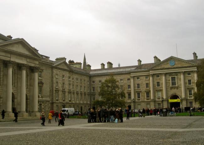 Plaza entrada Trinity College