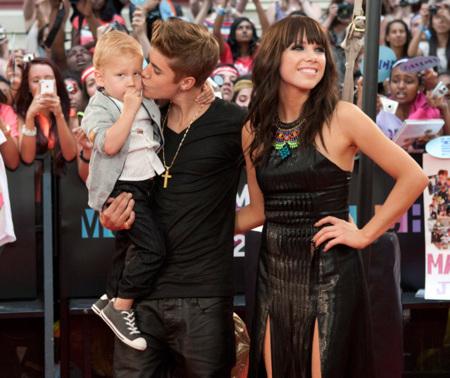 Las jóvenes estrellas patinan en los Much Music Awards 2012