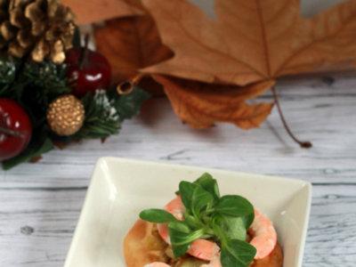 Idea urgente de aperitivo para Nochevieja. Receta de hojaldre exprés de langostinos y puerros confitados