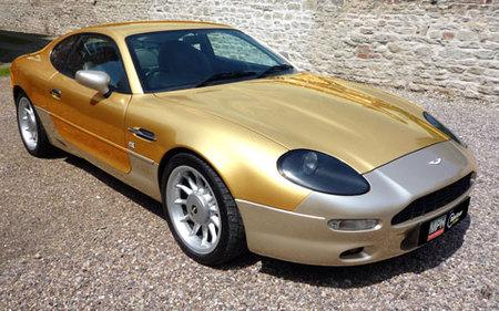 Aston Martin DB7 de oro y platino por Alchemist