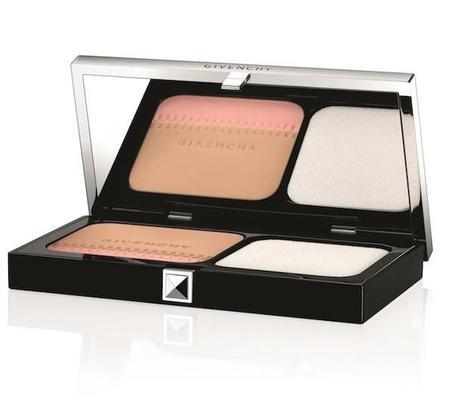 Teint Couture de Givenchy aparece en versión compacta. Ha nacido un imprescindible de larga duración.