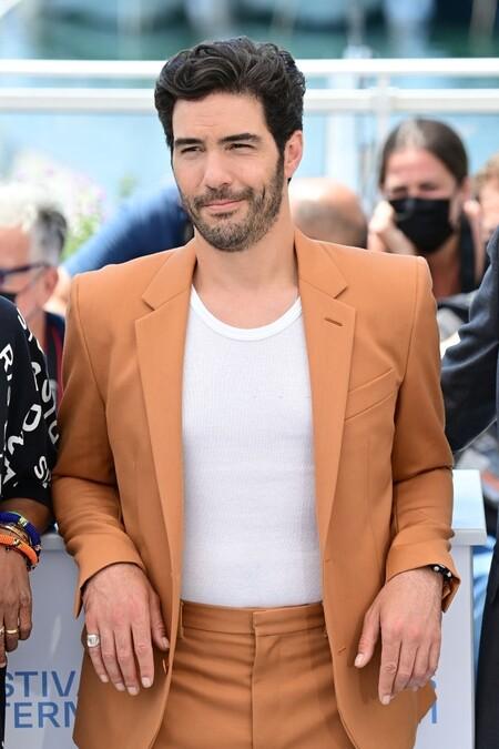 Tahar Rahim El Ejemplo Perfecto De Como Agregar Color A Un Look Formal Inspirandonos En Su Paso Por Cannes 4