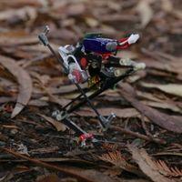 Este pequeño robot hace parkour con saltos verticales de más de un metro de altura