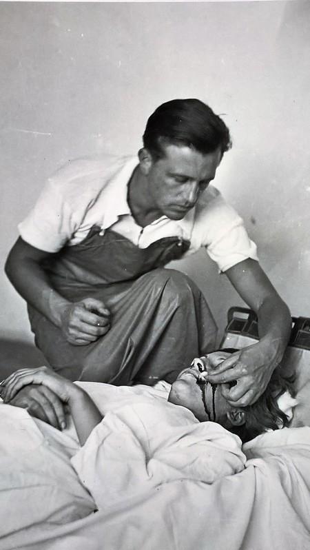 Un hilo de Twitter descubre una foto histórica: la última imagen de Gerda Taro, la primera fotógrafa de guerra