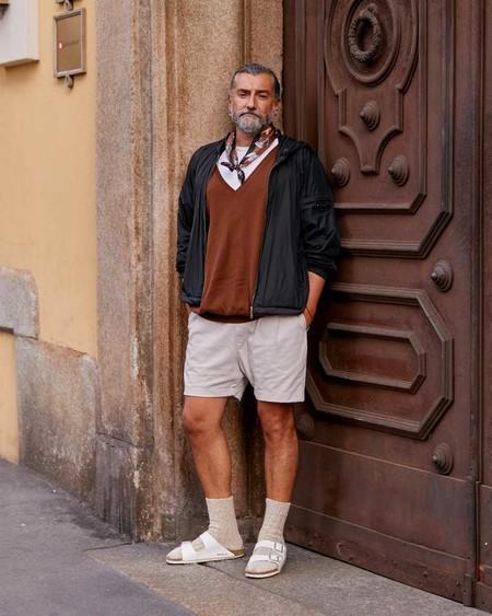 El Combo De Chanclas Y Calcetines Conforman Los Mejores Looks Del Street Style De La Semana 11