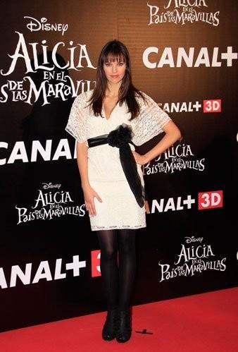 El look de Helen Lindes en la premiere de Alicia en el País de las Maravillas en Madrid