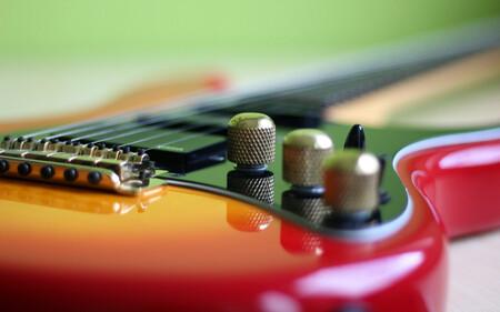 El buscador de Google ahora incluye un afinador de guitarra integrado en el navegador, así lo puedes activar