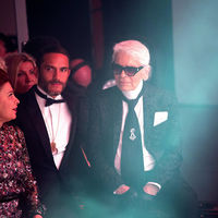 El guardaespaldas de Karl Lagerfeld se pluriemplea. Además de ser su asistente, ahora es diseñador