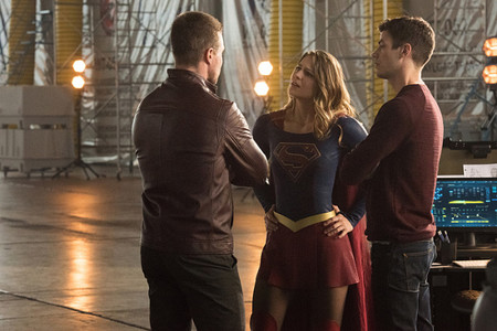 Supergirl Flash Arrow Legends Crossover Photos 231
