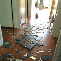 La inspiradora reacción de una madre después de que su hijo rompiera un espejo de un portazo