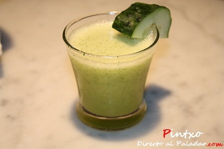 Cucumber eldeflower martini