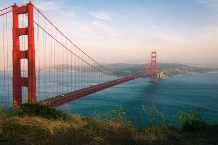 Sin previo aviso, el puente del Golden Gate se acaba de convertir en una descomunal armónica de 12.000 toneladas
