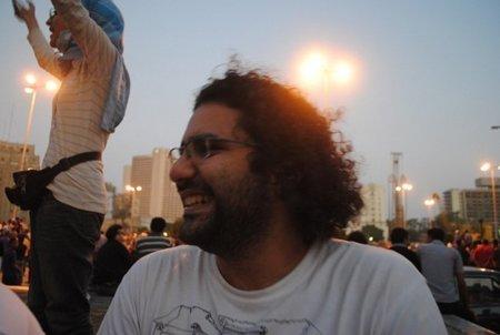 Un tribunal militar egipcio envía a prisión al bloguero Alaa Abdel Fatah