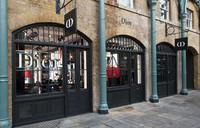 Dior sigue los pasos de Chanel y Burberry y abre perfumería en Covent Garden