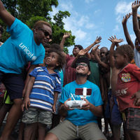 La UNICEF hace historia al entregar por primera vez vacunas para niños usando drones