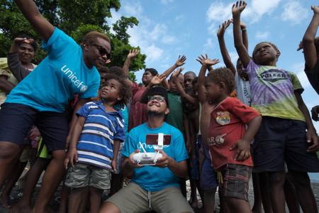 El UNICEF hace historia al entregar por primera vez vacunas para niños usando drones