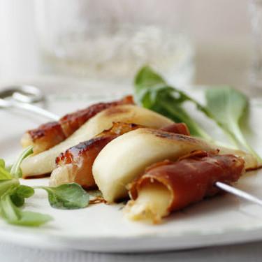 Brocheta de pera, queso de Arzúa y jamón serrano: receta para lucirse sin esfuerzo