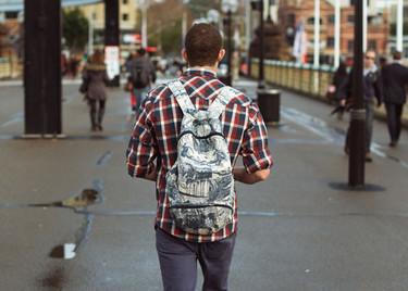 Recuperando las mochilas, el toque hipster llega a la ciudad