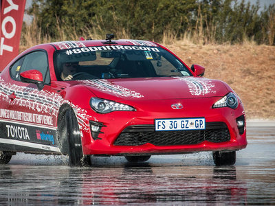 El Toyota GT86 bate un nuevo récord Guinness al drift más largo: ¡168 kilómetros!