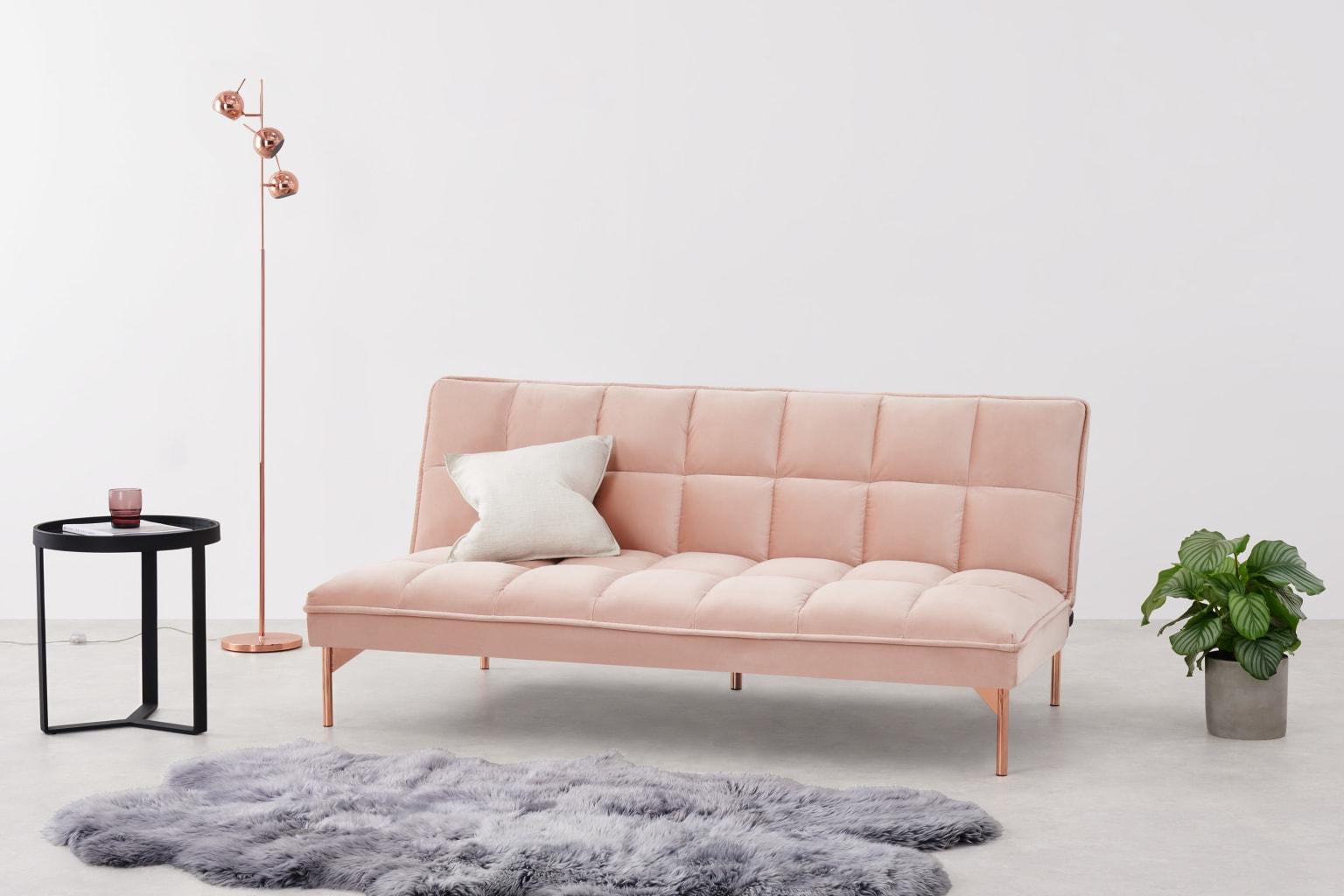 Sofá de terciopelo rosa
