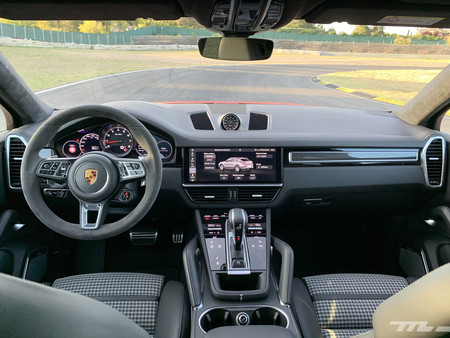 Porsche Cayenne Coupe Turbo interior