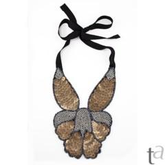 Foto 10 de 19 de la galería decora-tu-cuello-con-los-collares-babero-1 en Trendencias