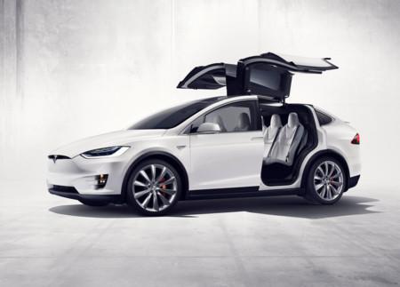 Tesla Model X, el SUV en el que querrás estar en caso de guerra