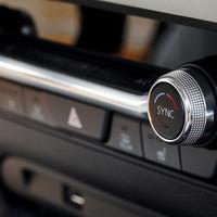 Mazda y la coherencia: elimina las pantallas táctiles de sus coches para evitar distracciones y accidentes