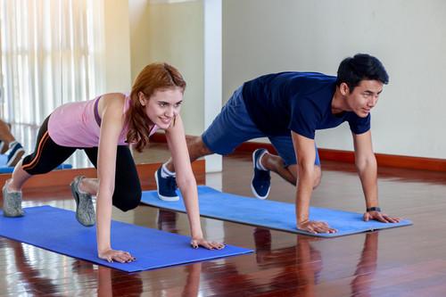 Cómo integrar el entrenamiento y la actividad física día a día cuando trabajas desde casa