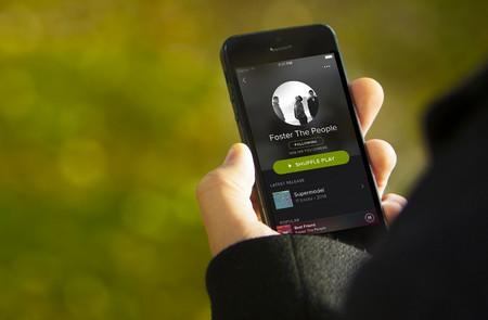Spotify podría restringir su catálogo musical: si no pagas, no puedes escuchar los éxitos