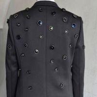 Ésta es la chaqueta ideal para los que sienten que un mundo los vigila