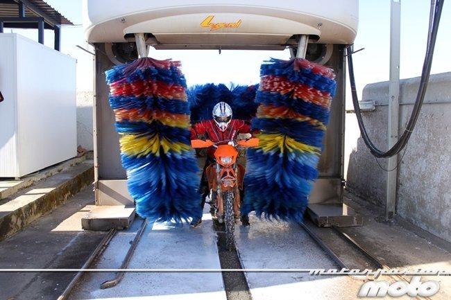 Albi en moto lavado