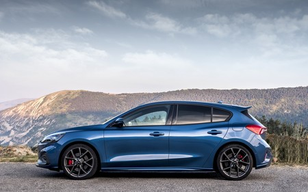 Performance Blue Focus St Lr 004
