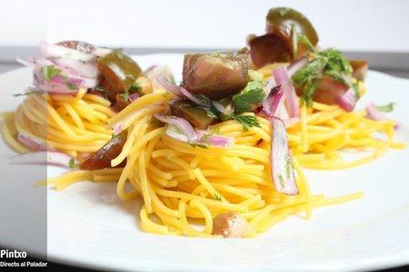 Nido de espaguetis de maíz con pico de gallo. Receta