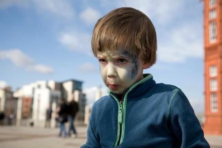 Tener hijos te hace estar mejor preparada para un apocalipsis zombi. (Humor)