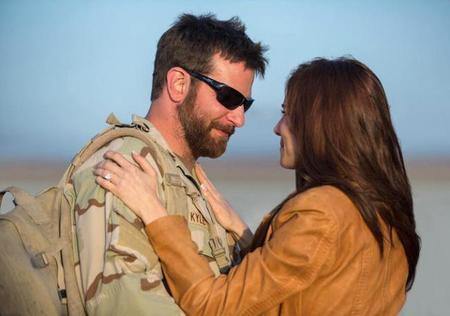 Bradley Cooper y Sienna Miller en American Sniper
