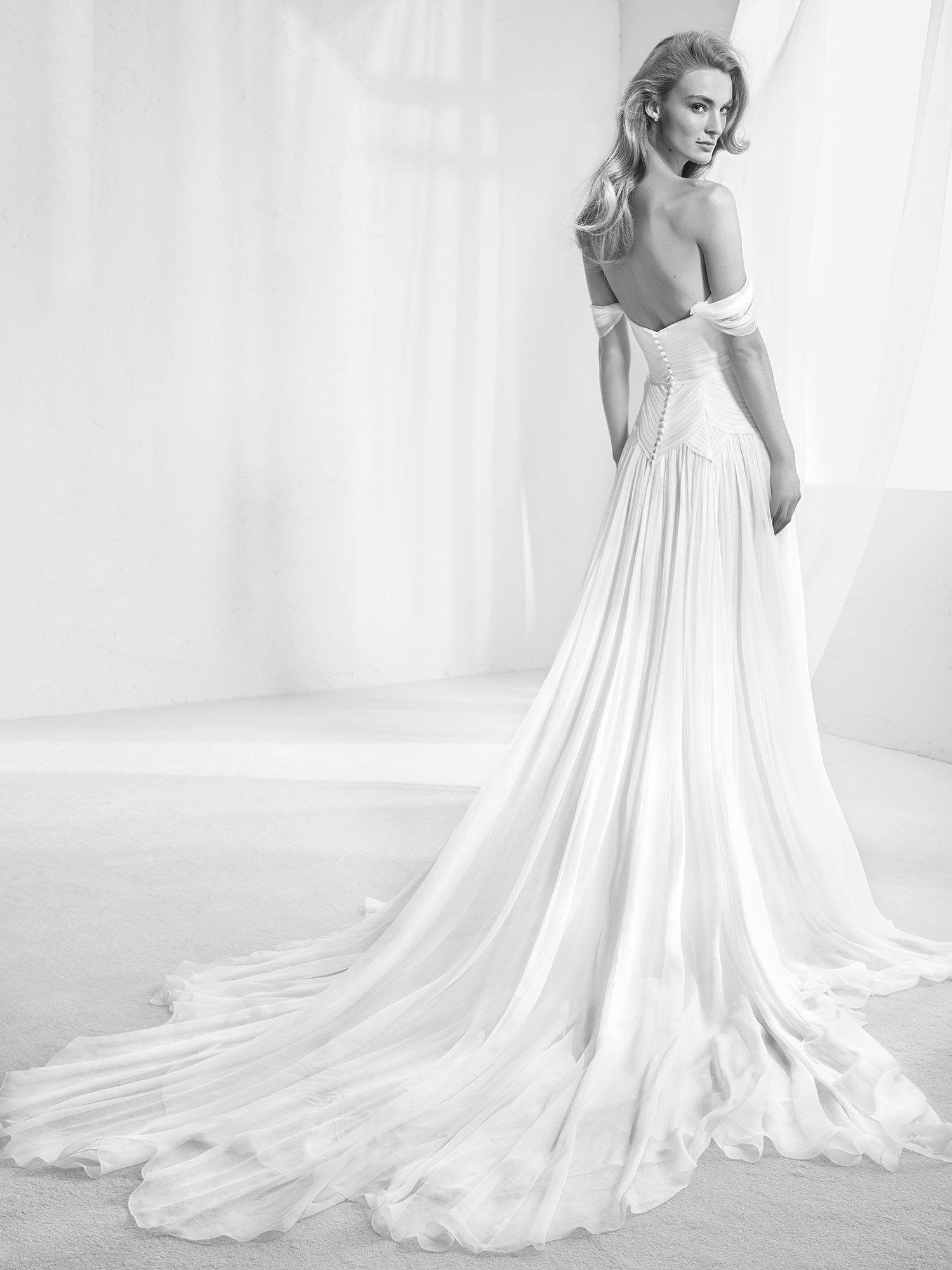 Foto de Pronovias avance 2018 vestidos de novias (3/22)