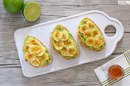 Tosta de aguacate, plátano y miel: una simple pero deliciosa combinación de ingredientes para cualquier hora del día